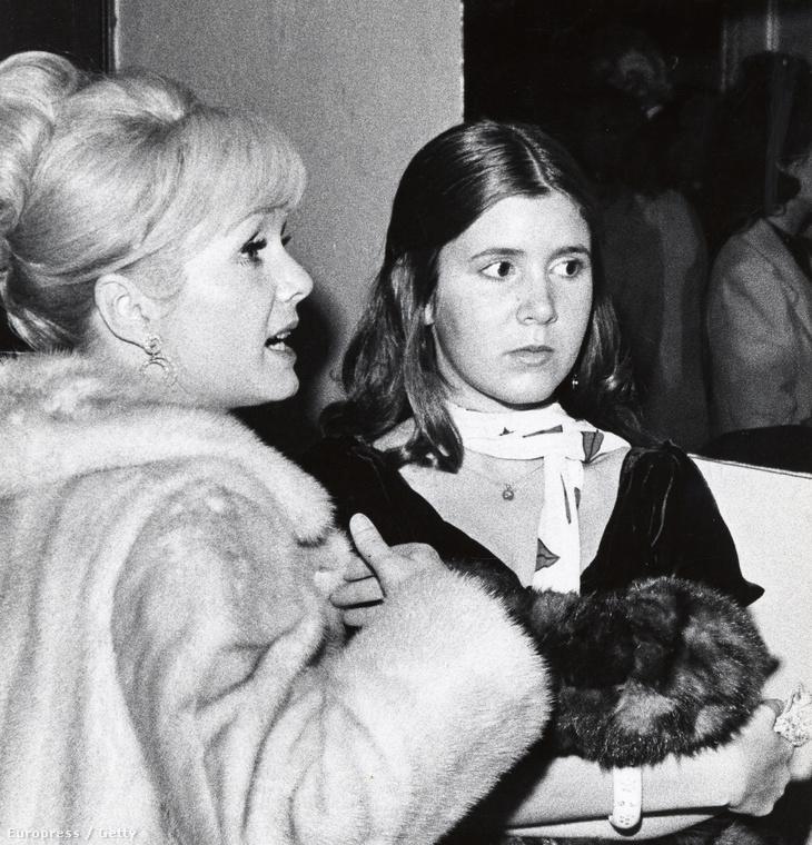 Carrie Fisher ennyire sose nézett ki átlagos háziasszonynak, mint ezen a fotón