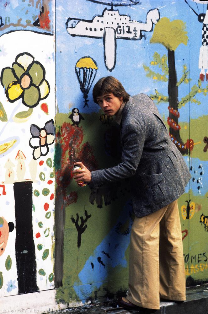 Mark Hamill graffitit fúj a falra Londonban, 1979-ben