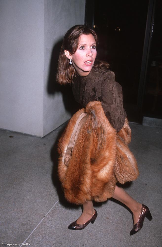 Valaki nagyon megijeszthette Carrie Fishert 1983-ban...vagy megmutatják neki a következő fotót:
