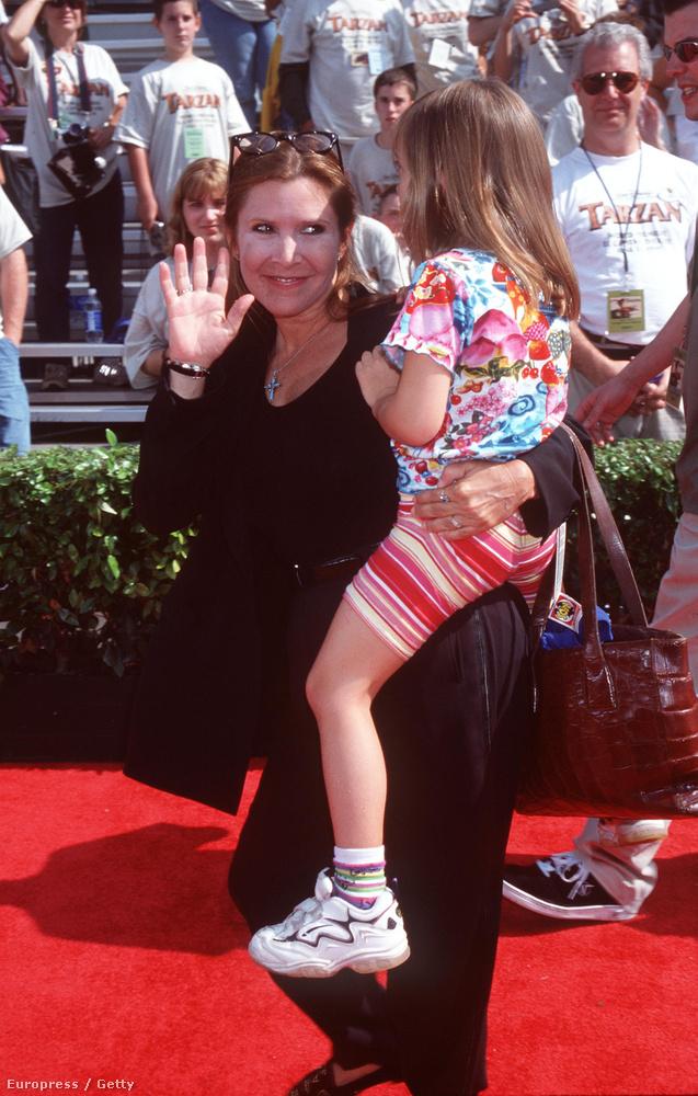 Carrie Fisher 1999-ben a lányával jelent meg a Tarzan premierjén Hollywoodban