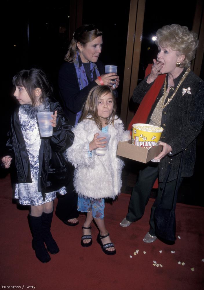 És ilyen, amikor a Debbie  Reynolds alapította család nőtagjai moziba mennek