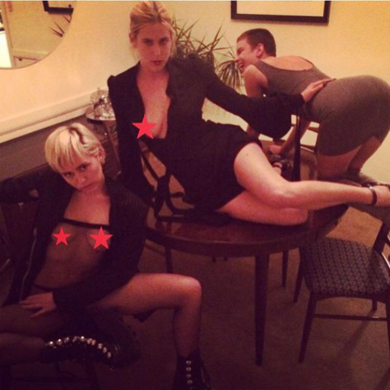 Miley Cyrus is, csak ő egy kicsit sokat mutogatja a melleit