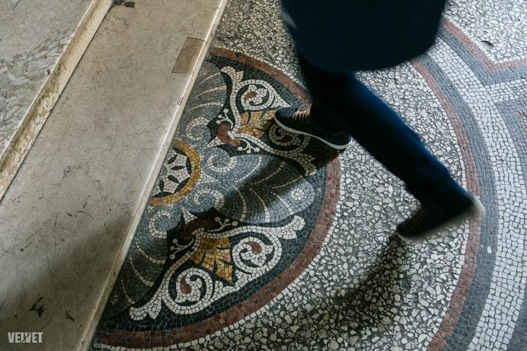 A mozaikpadló szintén eredeti, csak kicsit megkopott