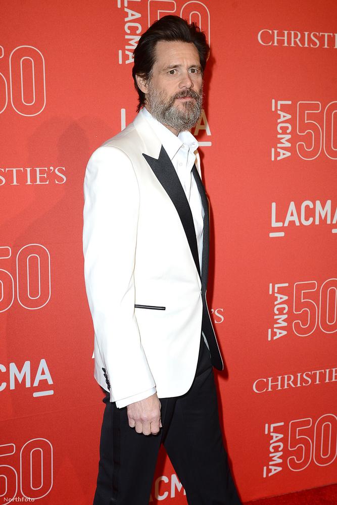 Már beszéltünk róla, de azért örökítsük meg még egyszer: Jim Carreyből 53 évesen szakállas bácsi lett