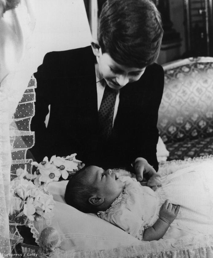 Károly herceg 1960-ban az újszülött András herceggel