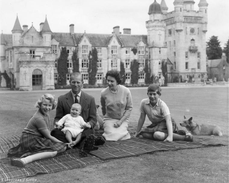 Családi piknik 1960-ban az újszülött András herceggel