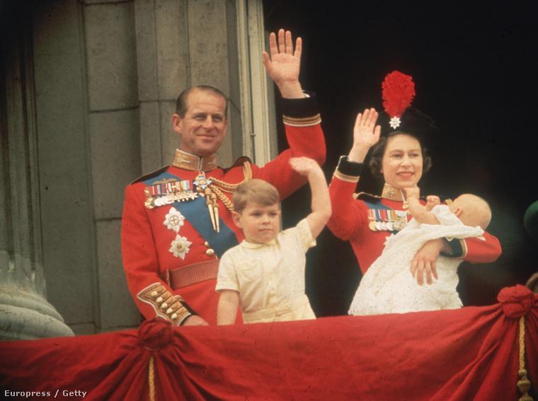 Erzsébet királynő, Fülöp herceg, András herceg és az újszülött Eduárd herceg 1964-ben