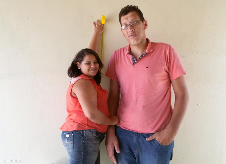 A házaspár megmutatja a riportereknek, hogyan élnek együtt