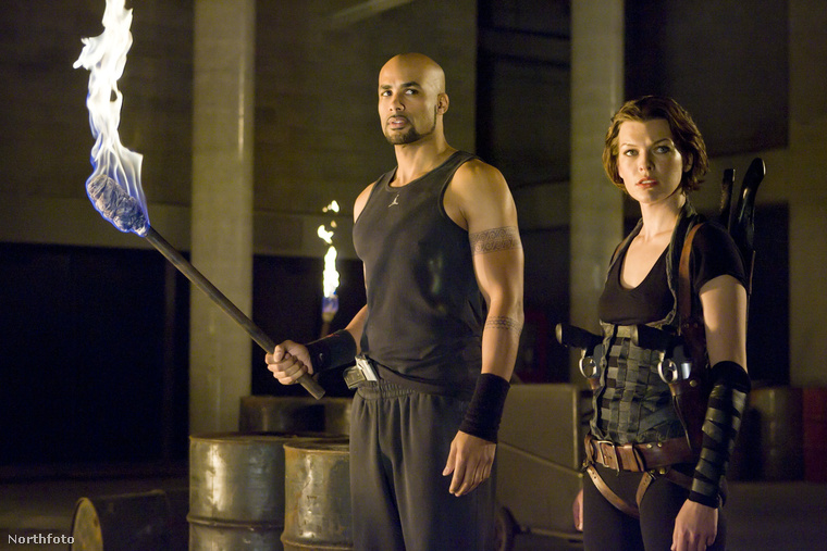 Benne volt A kaptár-filmekben is, konkrétan a negyedikben és az ötödikben, ez a kép a Resident Evil – Afterlife-ból van
