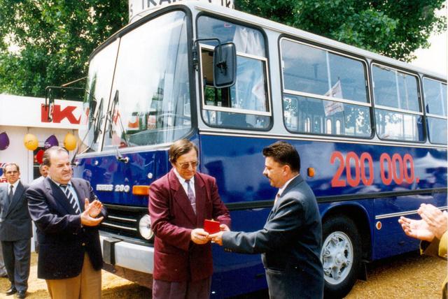 A 200000. Ikarus 200-as ünnepélyes átadása 1993-ban