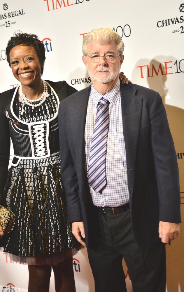 George LucasA rendező feleségével, Mellody Hobsonnal ment gálázni.