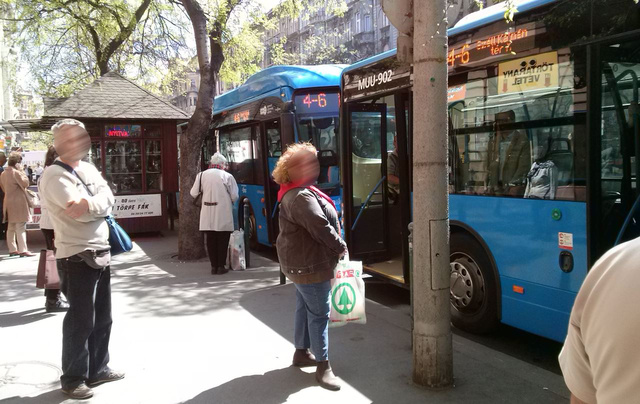 Bonsai-ra nyíló buszajtók