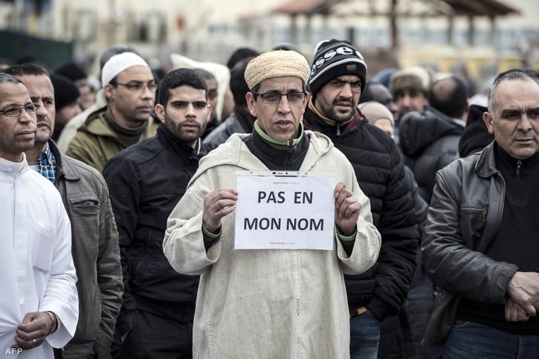 """""""Nem az én nevemben"""" - muzulmánok szimpátiatüntetése a Charlie Hebdo merénylet áldozataival"""
