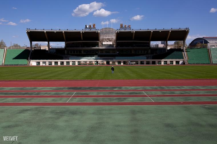 A 2002-ig csak Népstadion néven élő stadiont 1948-ban kezdték építeni, végül 1953-ra el is készült