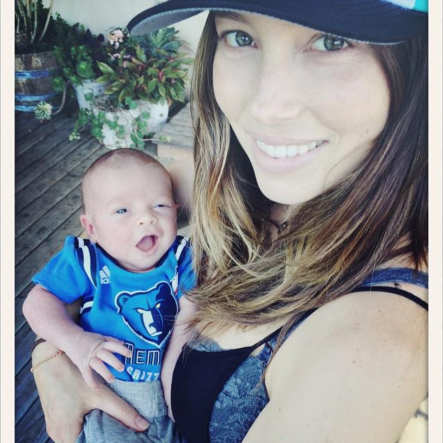 Jessica Biel például azért mert nemrég született meg a fia, akit végre meg is mutatott