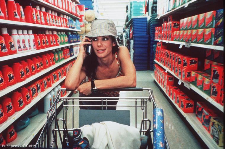 A Mint a Hurrikánt 1999-ben forgatták, de Sandra Bullock egyre fantasztikusabb lett.