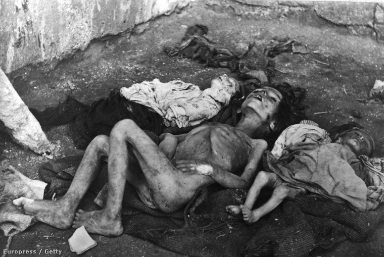 Az első világháború alatt meggyilkolt örmény gyerekek Törökországban, 1915-ben.