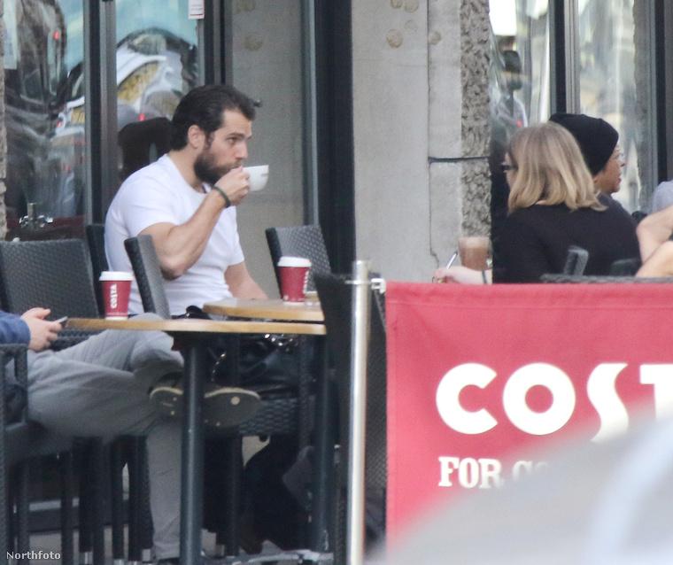 Csak egylondoni kávézó, unalmas arcokkal