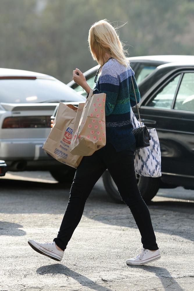 Vagy most képzelje el, hogy elmegy nagybevásárolni, és a parkolóban megpillantja ezt a nőt.