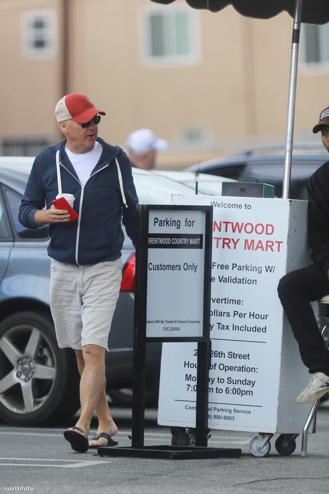 Talán így? Mindkét fotón a Birdmannel dicsőségesen visszatért Michael Keaton látható.