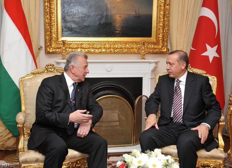 Nem tudjuk, Schmitt Pál mit gondol az örmény népirtásról