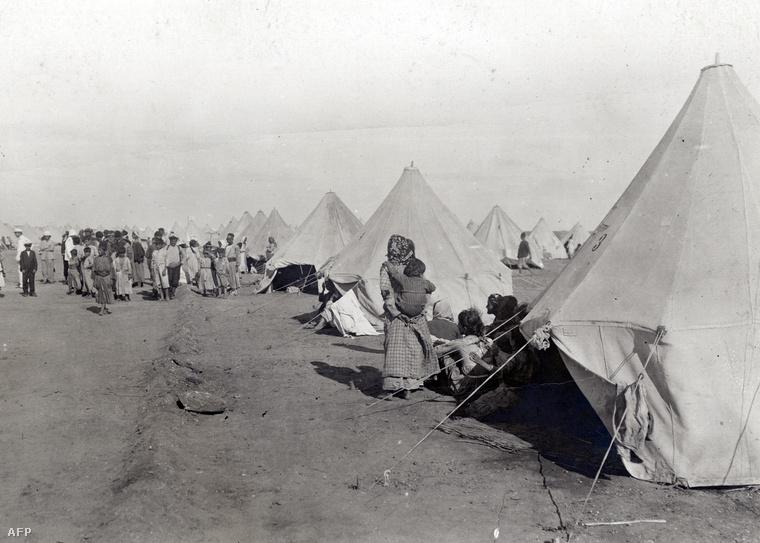 Örmény menekültek egy egyiptomi menekülttáborban