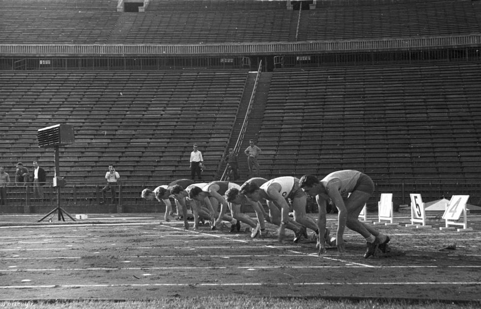 Atlétika. 10 aranyérmet szereztünk az eddigi olimpiai játékokon. Ezzel az eredménnyel Kuba mögött, Új-Zéland előtt a tizennyolcadik helyet foglaljuk el az atlétika olimpiai éremtáblázatán. A kép 1962-ben készült a ma már bontás előtt álló Népstadionban.                                                   1962. - Népstadion, Puskás Ferenc Stadion