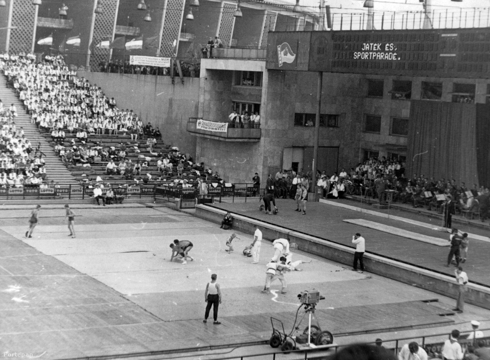 Cselgáncs. 1 aranyérmet szereztünk az eddigi olimpiai játékokon. Ezzel az eredménnyel az USA mögött, Mongólia előtt a huszadik helyet foglaljuk el a cselgáncs olimpiai éremtáblázatán. A kép 1986-ban készült Budapesten.