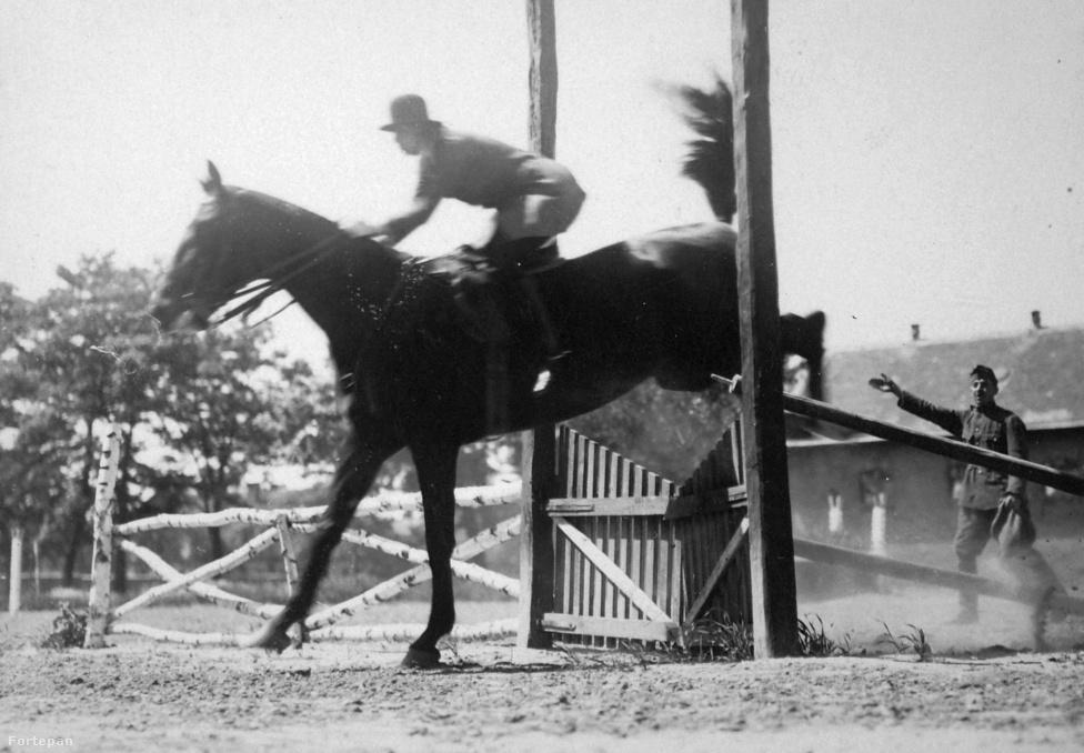 Öttusa. 9 aranyérmet szereztünk az eddigi olimpiai játékokon. Ezzel az eredménnyel elsők vagyunk az öttusa olimpiai éremtáblázatán. A kép 1920-ban készült. Ekkor már kilenc éve létezett a svéd szövetség, a világ első öttusa szövetsége. Magyarországon az első versenyt 1927-ben rendezték.