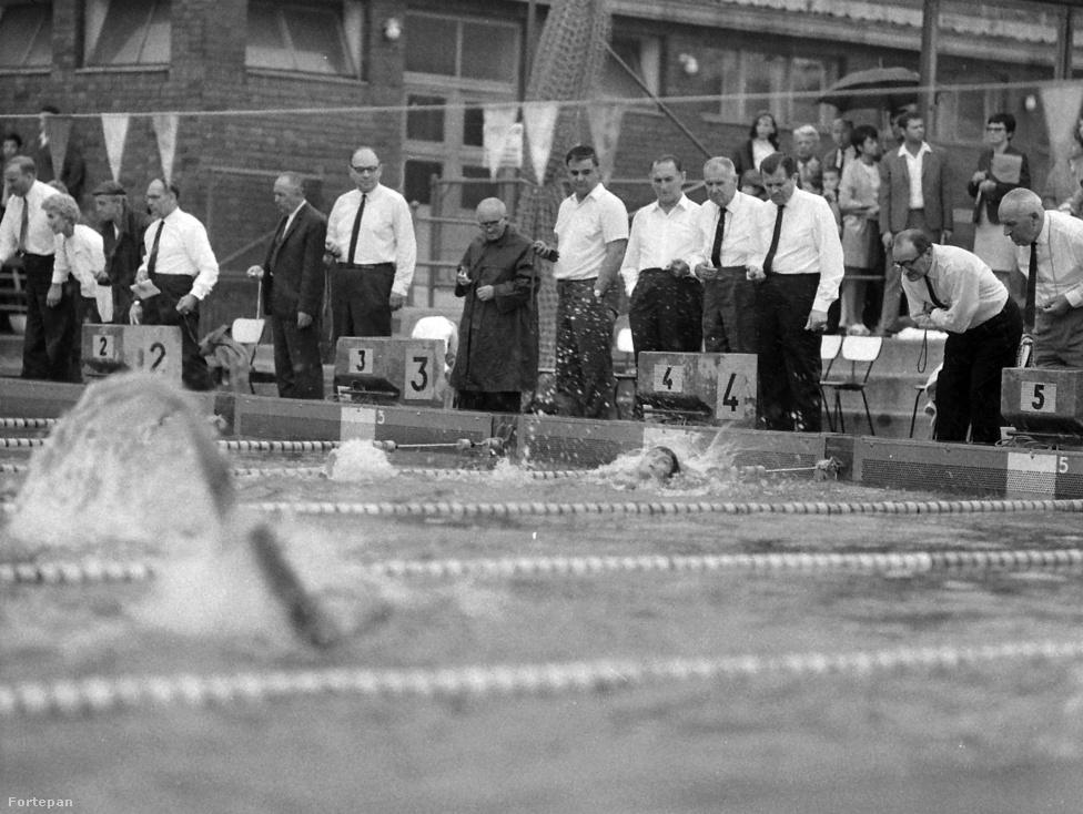 Úszás. 25 aranyérmet szereztünk az eddigi olimpiai játékokon.  Ezzel az eredménnyel Németország mögött, Japán előtt a negyedik helyet foglaljuk el a vízilabda olimpiai éremtáblázatán. A kép 1969-ben készült a Hajós Alfréd Nemzeti Sportuszodában.