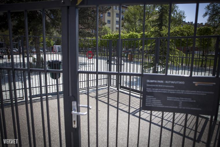 Ez már az Olimpia parknál lévő kutyafuttató, ami magasan kiemelkedik a belvárosi kutyafuttók közt
