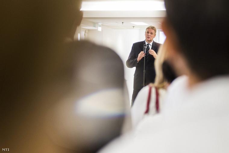 Zombor Gábor az Emberi Erőforrások Minisztériumának (Emmi) egészségügyért felelős államtitkára a nyíregyházi Jósa András Oktatókórház új onkológiai tömbjének átadásán 2014. október 1-jén.