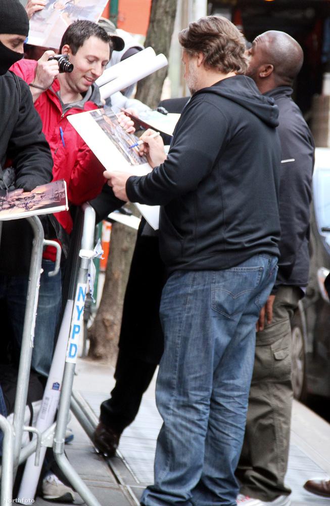 Úgyhogy meg kell néznie megint, hogy Russell Crowe tényleg nagyon szomorúan néz ki