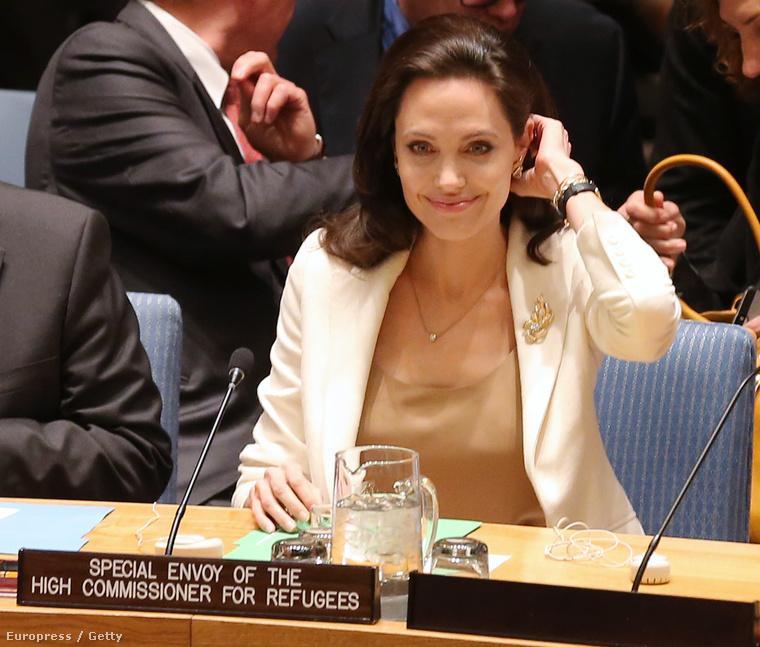 De hát ő Angeline Jolie.