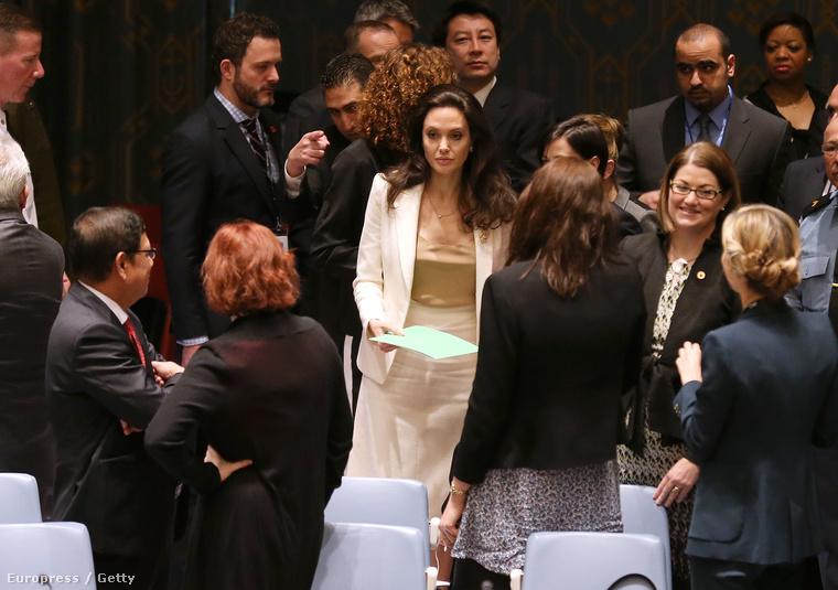 Angelina Jolie jószolgálati nagykövetként részt vett a ENSZ Biztonsági Tanácsának Szíriával és a Közel-Kelettel kapcsolatos ülésén