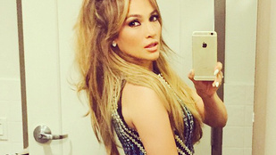 Jennifer Lopez olyan belfie-t mutatott, amit még senki