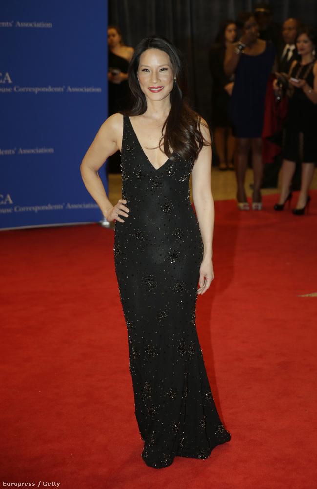 Lucy Liun kifogott a vaku, a bugyija átlátszik a ruhán: fehér vagy testszínű vajon?