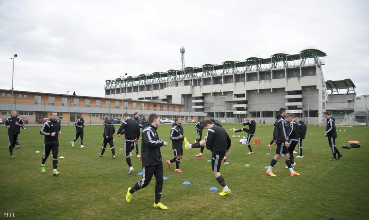 A Győri ETO FC labdarúgócsapata edz a győri ETO Parkban lévő edzőpályán 2015. március 31-én.