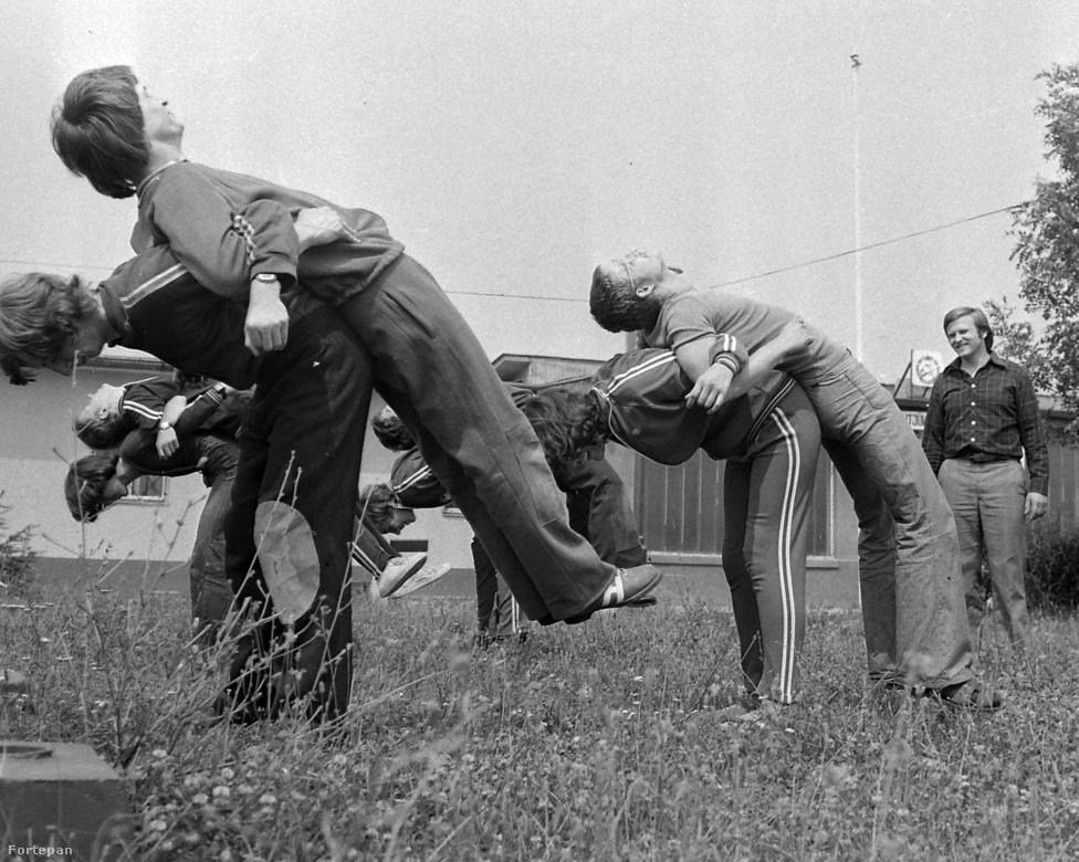 Torna. 15 aranyérmet szereztünk az eddigi olimpiai játékokon. Ezzel az eredménnyel Svájc mögött, Olaszország előtt a hetedik helyet foglaljuk el a torna olimpiai éremtáblázatán. A kép 1975-ben készült a Margit utcában, a mátyásföldi Ikarus lőtér parkjában.