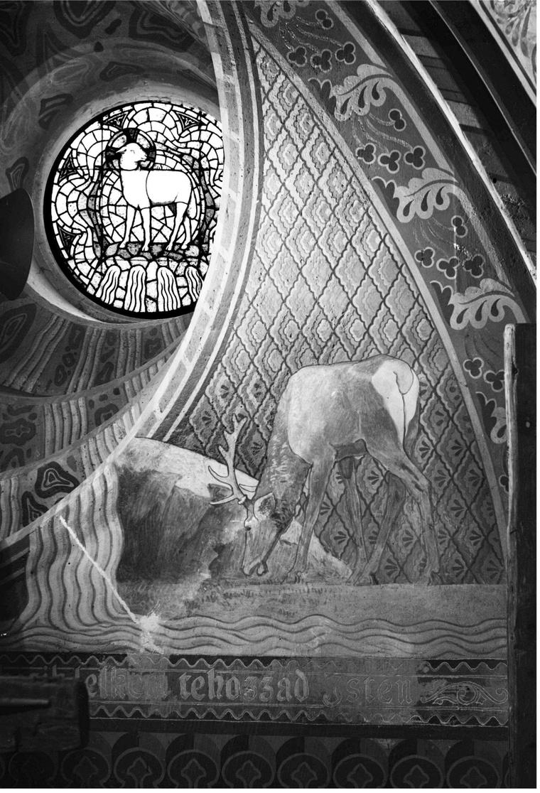 Agnus Dei (Isten báránya) ennek a fényképnek a megtalálását követően derült ki, hogy eredetileg álló bárányt festettek az ólmozott üvegablakra.