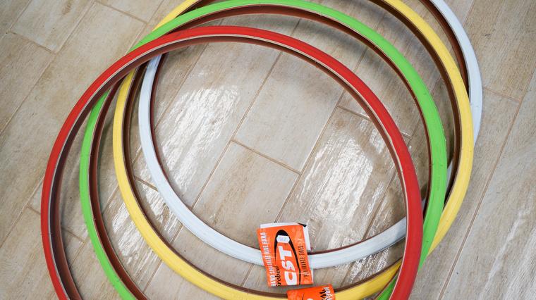 Könnyen egyedivé varázsolható a bringa a színes gumikkal ezért nagy a kereslet rájuk