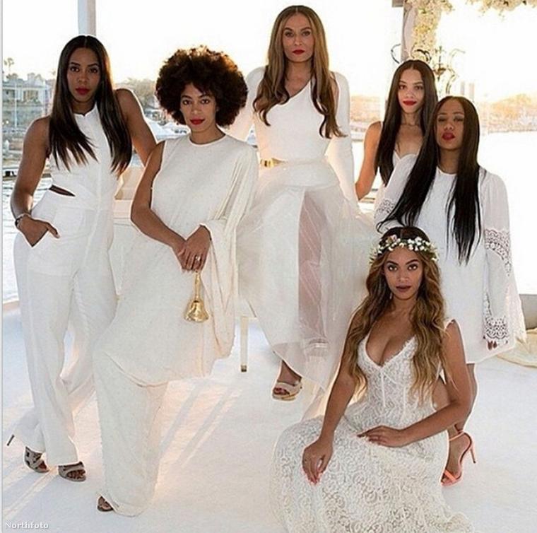 Igen, Beyoncé testvére, Solange is kirakta a mellét tavaly novemberben, igaz, ő legalább a saját esküvőjén