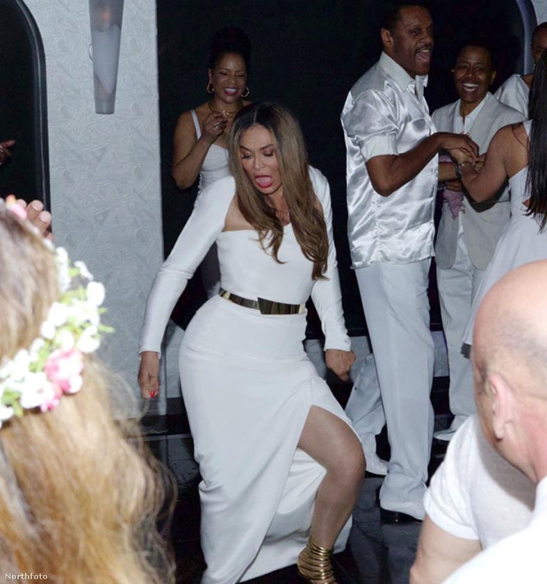 A csupafehér lagziról a képeket maga Beyoncé tette fel a netre
