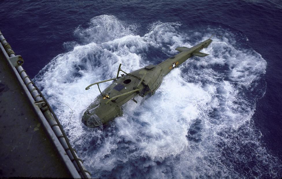 Az amerikai és dél-vietnami légierő két nap alatt 7000 embert menekített ki a város különböző pontjairól. A helikopterek olyan ütemben dolgoztak, hogy miután kitették az embereket a 7. Flotta valamelyik hajójára, gyakran a tengerbe lökték őket, hogy legyen hely a következő beérkező transzport számára.