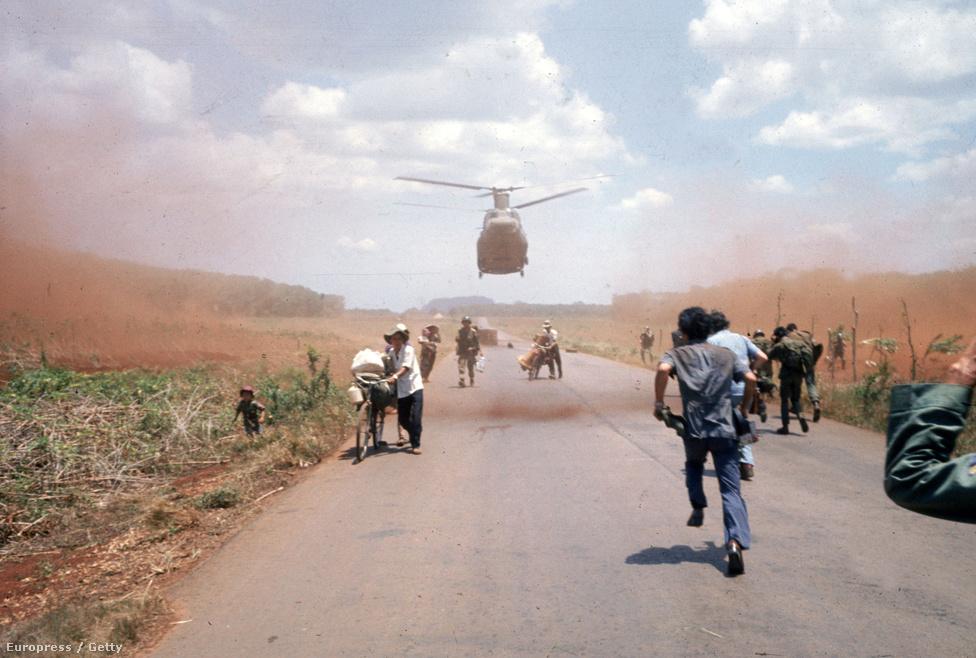 Nem csak a Diệm-kormányzat tagjaira, de a bürokratákra, sőt, a túlzottan polgárosodott családokra is átnevelőtáborok vagy munkatáborok vártak. 1985-ig olyan 100 ezer embert ki is végeztek. Nem csoda, hogy ezek a helyiek lóhalálában futnak a menekülést jelentő helikopterhez.