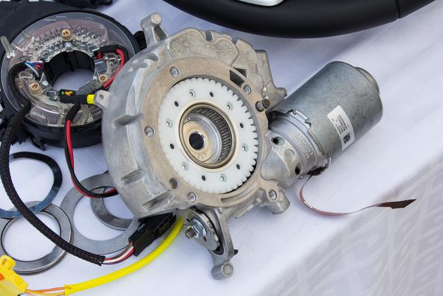A motor, ami helyettünk tekeri a kormánykereket
