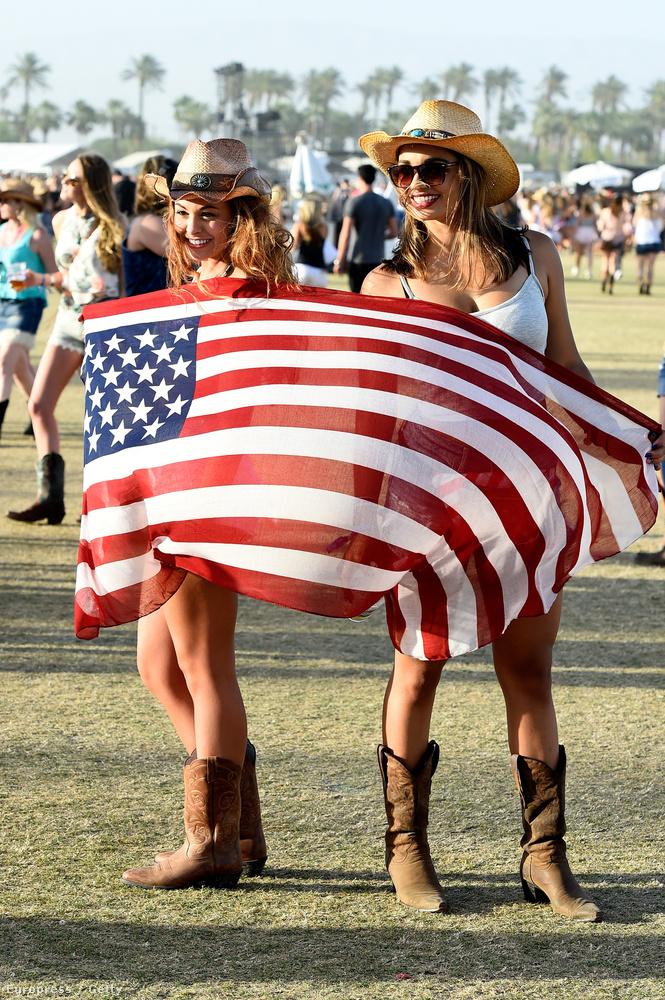 A csizma alapkellék, mint ahogy az amerikai zászló is.