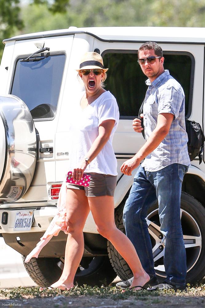 Elsőre úgy fog tűnni, hogy a követlező fotókon Britney Spearst látja ásítás közben