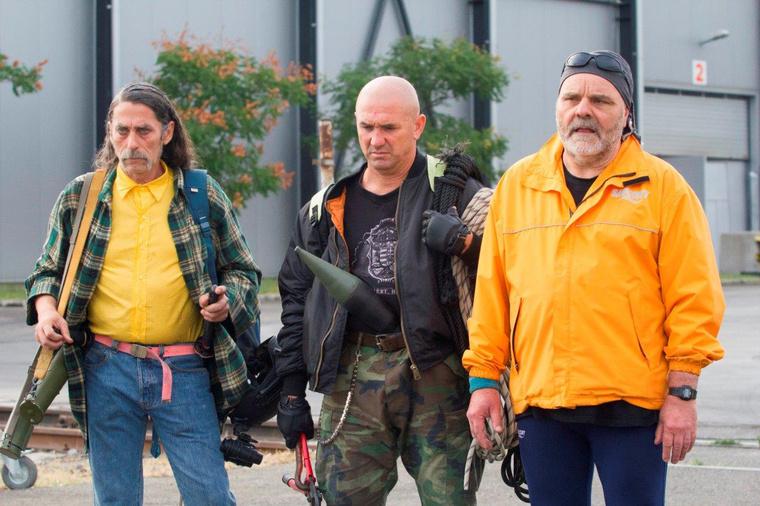 Psychó (Bicskey Lukács), Tyson (Kiss József) és Tibi (Kovács Lajos) újra beszállt a bizniszbe