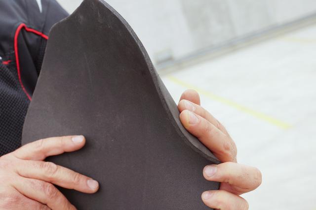 A dzsekihez járó gerincprotektor még alibinek is gyenge
